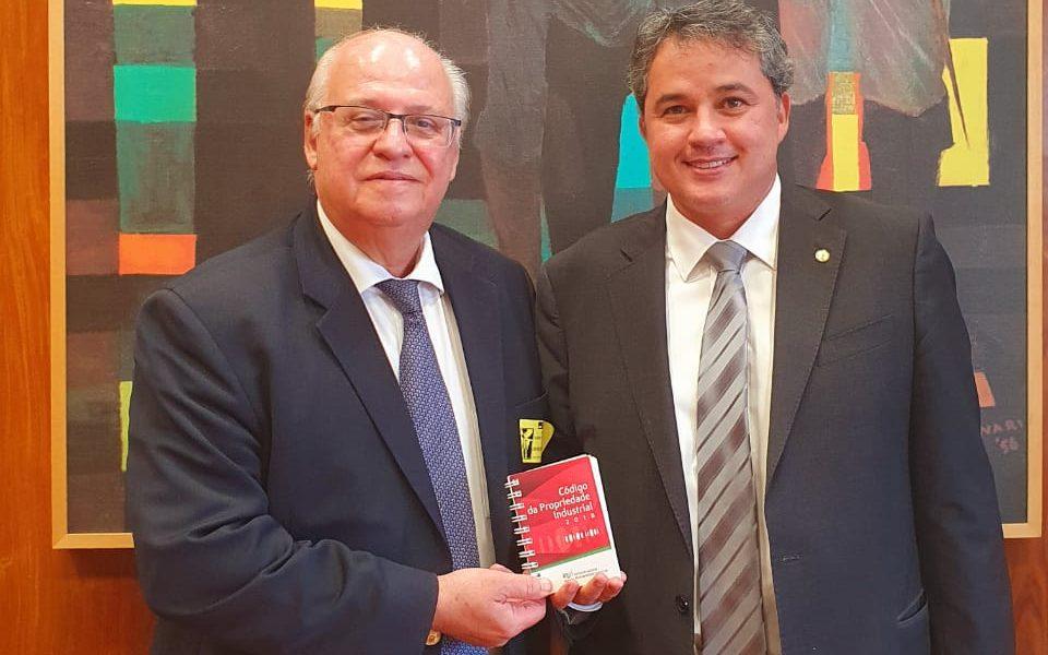 Câmara aprova relatório de Efraim Filho sobre patentes provisórias